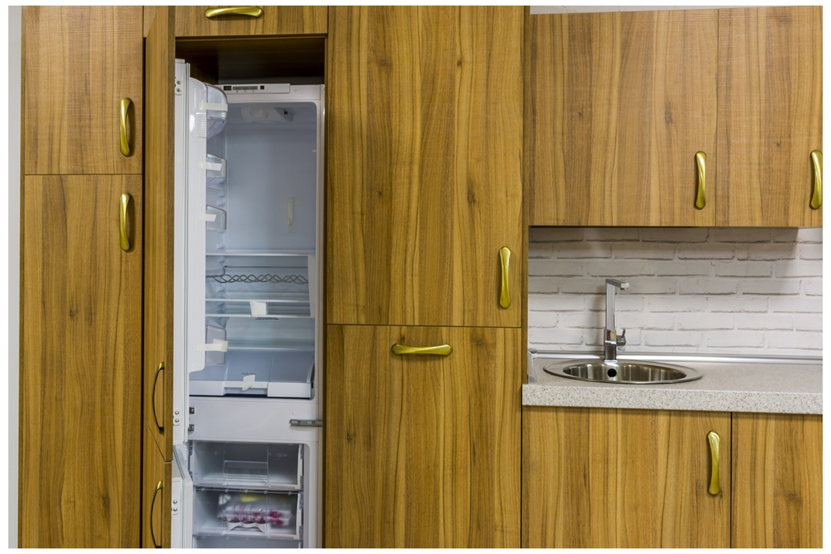 Cocina en exposici n formica madera r stica cocif cil mk for Cocinas de exposicion baratas