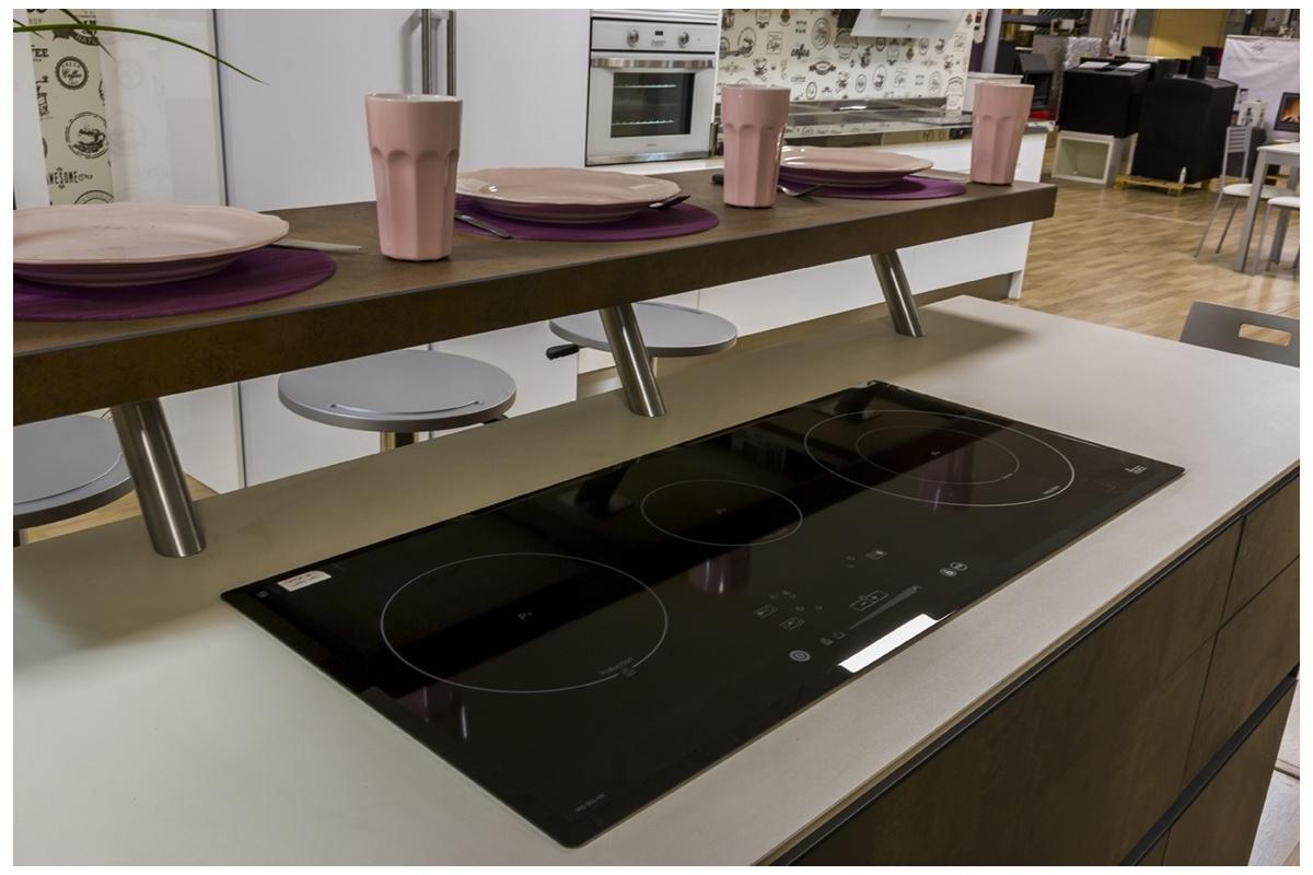 Cocina en Exposición Puertas Porcelánico Isla - CociFácil MK