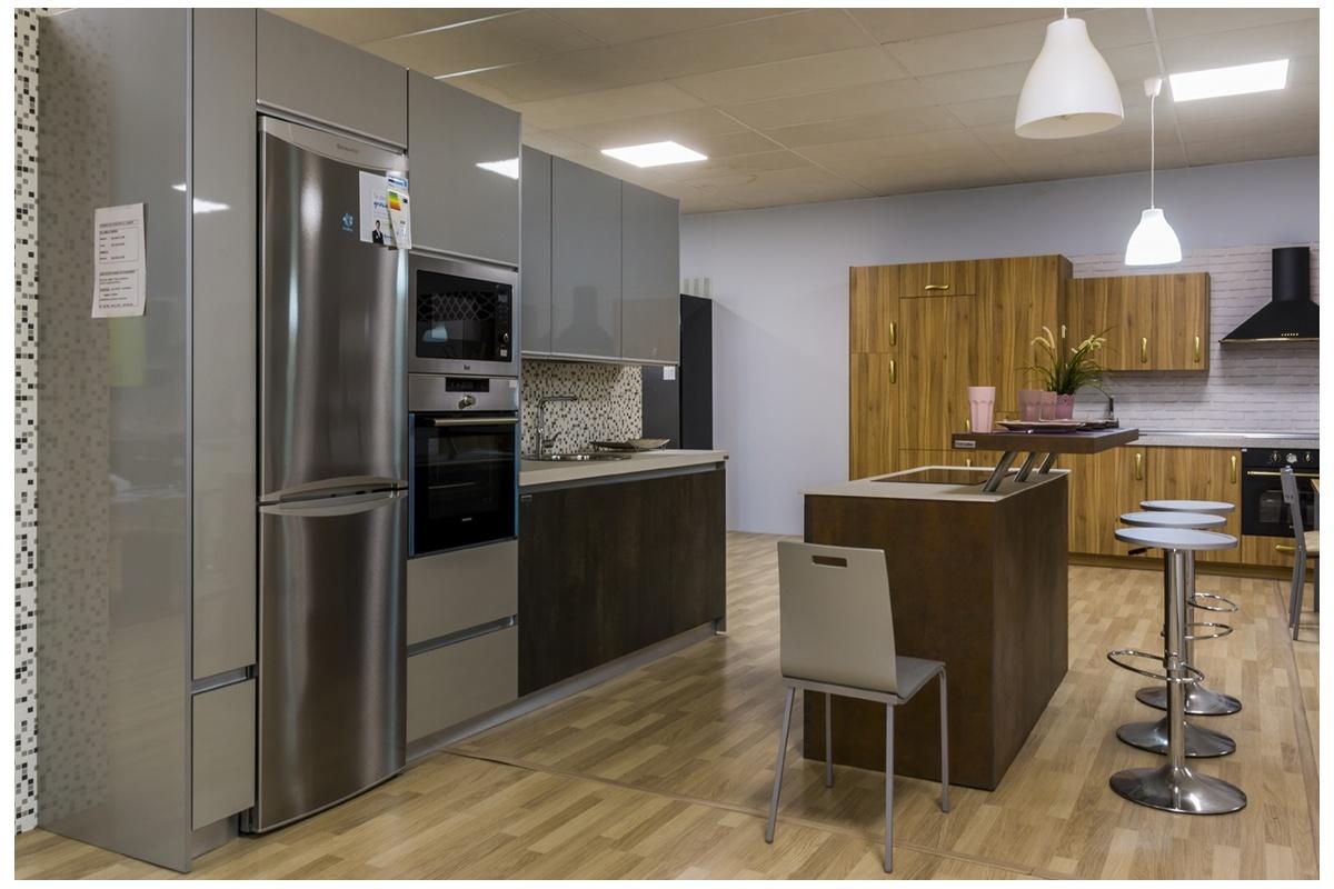 Cocina en exposici n puertas porcel nico isla cocif cil mk - Muebles de cocina de exposicion ...